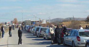 Në pikëkalimin kufitar në Merdare kolona të gjata deri në dy- tre orë pritje për të hyrë në territorin e Kosovës