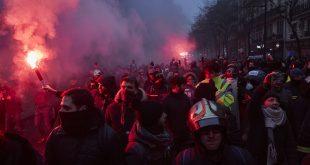 Më shumë se 800. 000 demonstrues marshuan nëpër qytete në të gjithë Francën