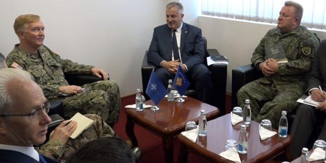 Admirali amerikan, James Foggo, u takua sot me ministrin Berisha dhe komandantin e FSK-së gjeneral, Rrahman Rama