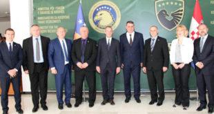 Gjatë qëndrimit në Prishtinë zyrtarët e lartë të Kroacisë u pritën në takim edhe nga ministri, Haki Demolli