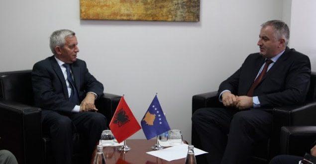 Ambasadori shqiptar në Prishtinë, Qemal Minxhozi falënderon FSK-në për ndihmën dhënë Shqipërisë pas vërshimeve