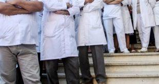 Federata e Sindikatave të Shëndetësisë dorëzon në Qeveri peticionin e punëtorëve për shtesat prej 300 euro