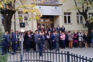 Punëtorët e MKRS-së nga sot do të jenë grevë për të kundërshtuar që objekti i kësaj ministrie t'i kalojë Presidencës