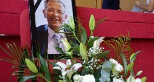 Zëvendëskryeministri i Kosovës, Fatmir Limaj, ka thënë se vdekja e profesor Shalës është humbje e madhe për vendin