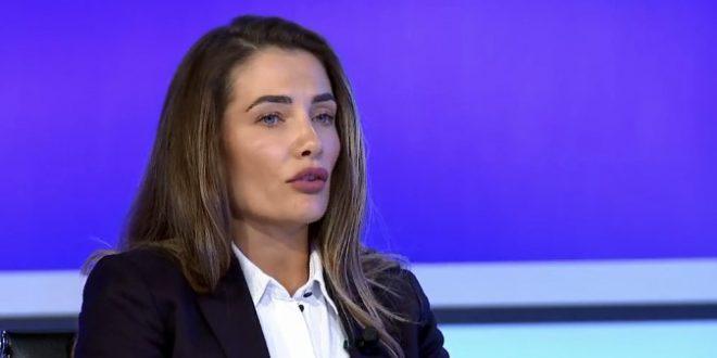 Ariana Musliu-Shoshi: Donika Gërvalla po u kërkon zyrtarëve të ministrisë dhe diplomatëve që raportojnë herë në ditë