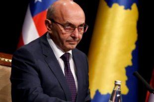 Kryeministri i zemëruar: Me çfarë të drejte i mbani të izoluar qytetarët e Kosovës dhe disa ua rrezikoni edhe jetën...?