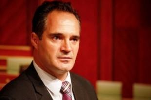 Nait Hasani: Politikanët shqiptarë të heqin dorë nga akuzat dhe të bashkohen për të mbrojtur luftën e UÇK-së