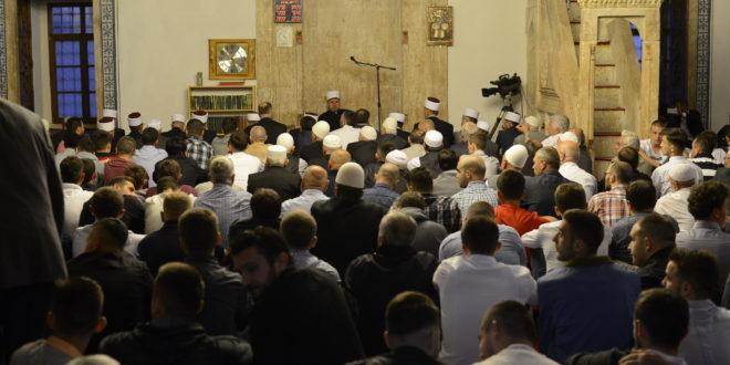Besimtarët e besimit islam sot me faljen e namazit të Kurban Bajramit, filluan festën treditore