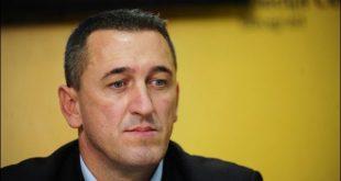 Nenad Rashiq, është politikani i parë dhe i vetëm serb që ka kandiduar për kryeministër të Kosovës në zgjedhjet e 6 Tetorit