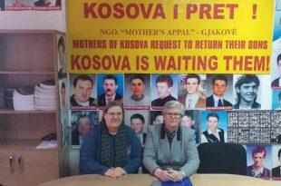 """Shoqata """"Thirrjet e nënave"""" në Gjakovë me nënat e të pagjeturve të kësaj komune, kanë mbajtur konferencën e fund-vitit"""