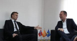 Kryetari i NISMA për Kosovën, Fatmir Limaj priti në takim ambasadorin e Norvegjisë