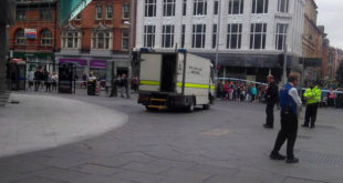 """Qendra tregtare """"Victoria"""" në Nottingham të Anglisë, është evakuuar pas alarmit për vendosjen e një bombe"""