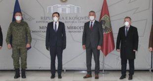 Kryeministri në detyrë Albin Kurti e viziton Ministrinë e Mbrojtjes dhe Shtabin e Përgjithshëm të FSK-së