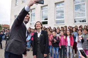 Shahini: Pas shumë vite përpjekjesh, shqiptarëve në Kosovën Lindore u lejohet përdorimi i librave shkollorë nga Shqipëria