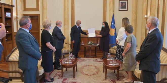 Kryekuvendarja Osmani i ndan mirënjohje delegatëve të Deklaratës së 2 Korrikut që artikuluan pikësynimin për liri