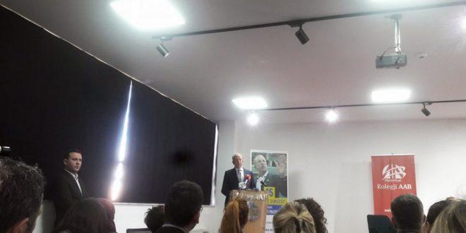 """Në ambientet e Kolegjit AAB në Prishtinë, u promovua libri """"15 parimet e suksesit sipas Behxhet Pacollit"""""""