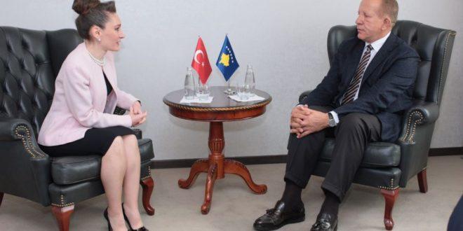 Ministri i Punëve të Jashtme, Behxhet Pacolli takoi Ambasadoren e Turqisë në Kosovë, Kivilxhim Kiliç