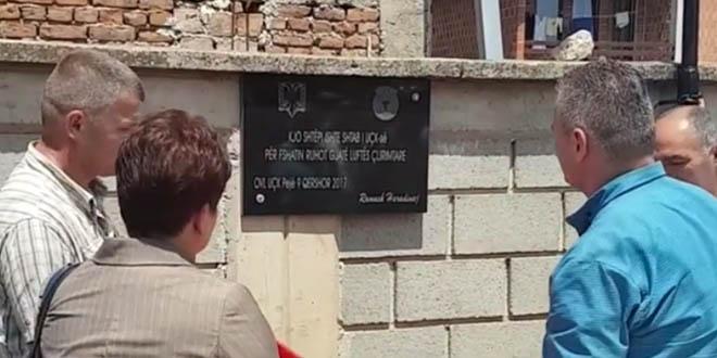 """Në Ruhot të Pejës, në shtëpinë e ish-komandantit të UÇK-së """"Mixha"""" - Qerim Berisha u zbulua pllaka e UÇK-së"""