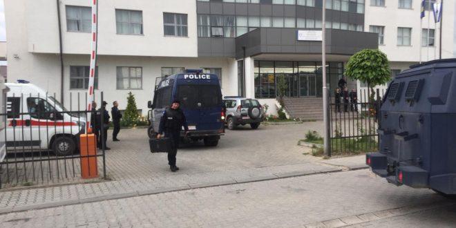 Image result for Policia e vazhdon aksion në veri: Arrestan dhe një zyrtare serbe në Zubin Potok