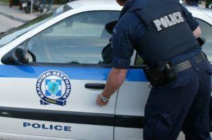 Policia greke ndaloi dy zyrtarë të Ministrisë së Jashtme të Shqipërisë për shkak të librave shqip