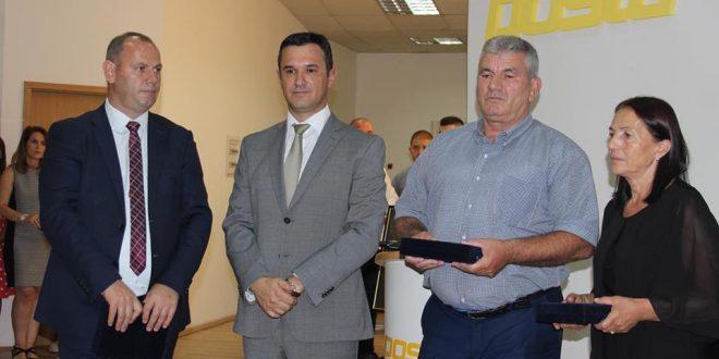 Posta e Kosovës ka promovuar dy pulla postare me imazhet e heronjve: Bekim Berisha dhe Bedri Shala