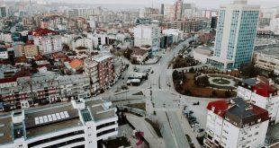 Ndonëse në kryeqytet janë 800 raste aktive me virusin korona, nuk parashihet mundësia e një mbylljeje totale në Prishtinë