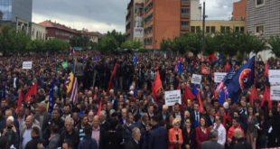 Dhjetëra mijëra vetë protestuan kundër Asociacionit dhe Demarkacionit
