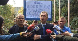 """Punëtorët teknikë të Universitetit të Prishtinës protestojnë me moton """"Ndal diskriminimin e punëtoreve në sektorin privat"""""""