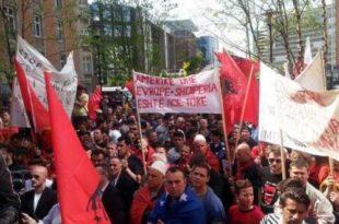 Protestë e shqiptarëve para Parlamentit Evropian në Bruksel