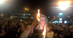 Në Shkup, u mbajtën protesta kundër vendimit të kryetarit Maqedonisë, për të amnistuar politikanët e kriminalizuar