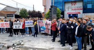 Sot në Shtime është mbajtur një protestë në kërkim të drejtësisë për pesë anëtarët e mbytur të familjes Ramadani