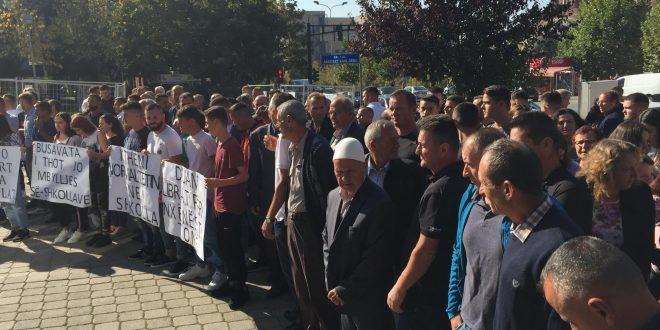Banorët e Busavatës së Dardanës, kanë protestuar kundër mbylljes së shumë shkollave në këtë komunë