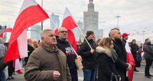 Dje në Varshavë të Polonisë, dhjetëra mijëra protestues i kanë thonë jo Bashkimit Evropian