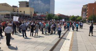 Nesër gjatë tërë ditës punëtorët teknikë që operojnë në disa ministri do të protestojnë për ngritjen e pagave te tyre