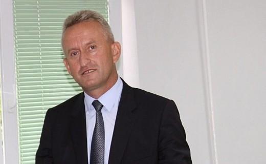 Rashit Qalaj thotë së u shkarkua nga posti i drejtorit të Policisë për shkak të arrestimit të nënkryetarit të LDK-së, Haki Rugova