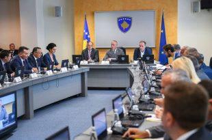 Mbledhja e sotme e Qeverisë është zhvilluar me një diskutim në mes kryeministrit dhe ministrave