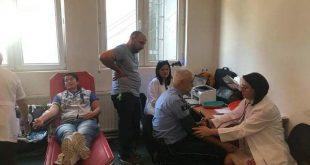Zyrtarët policorë në Deçan dhurojnë gjak