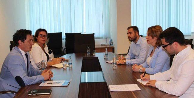 Ministrja e Mjedisit dhe Planifikimit Hapësinor Albena Reshitaj priti sot në takim Avokatin e Popullit Hilmi Jashari