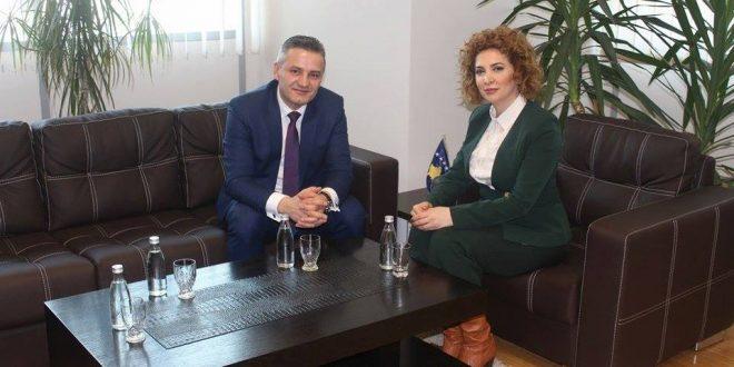 Ministrja e Mjedisit dhe Planifikimit Hapësinor, Albena Reshitaj takon me kryetarin e Skenderajt, Bekim Jasharin
