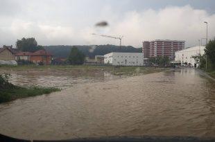 Dëmet e shkaktuara nga vërshimet në Therandë mund të arrijnë në miliona euro