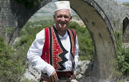 Ahmet Qeriqi: Dhjetë alfabete të gjuhës shqipe, të cilat i ka prezantuar në një libër studiuesi i mirënjohur, Robert Elsie