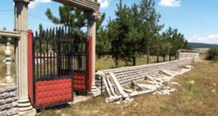 Janë dëmtuar rrethojat e varrezave të dëshmorëve në fshatin Tërstenik të Drenicës
