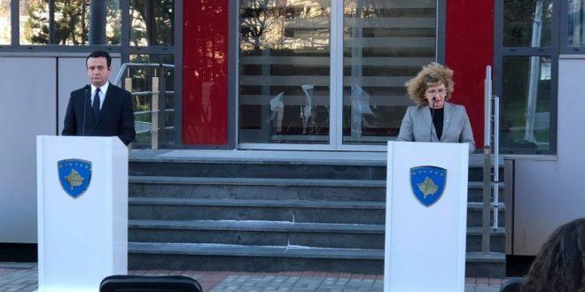 """Ndjeshmëria ndaj familjes e ministres, Rozeta Hajdari dhe """"detyra"""" ndaj pushtetit"""