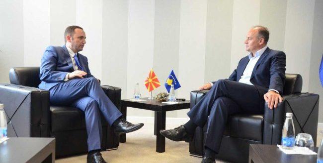 Zëvëndëskryeministri Hoxhaj e ka pritur në takim homologun e tij nga Maqedonia, Bujar Osmanin