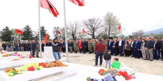 Sot në Deçan mbahen homazhe dhe përkujtohen dëshmorët e kombit Bilall Mazrekaj, Jakub Demalijaj dhe Jeton Kuqi
