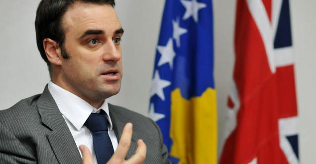 Ruairi O'Connell: Korrupsioni dhe nepotizmi janë dy probleme serioze në Kosovë
