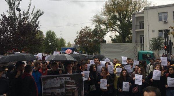 Edhe studentët e Fakultetit të Edukimit protestojnë sot për mos përfshirjen e tyre në konkursin për bursat