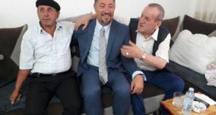 Kryetari i Komunës së Skenderajt, Sami Lushtaku ka vizituar dy familje atdhetare, në Mitrovicë