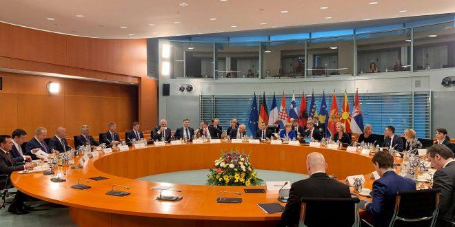 Kryeministri, Haradinaj në Samitin e Berlinit pati presione të shumta për pezullimin e taksës, thotë ministri, Pacolli