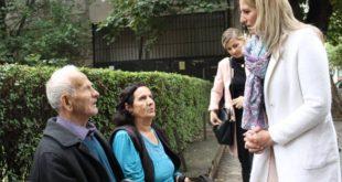 """Kandidatja e PDK-së për kryetare të Pejës, Sabiha Shala ka vizituar lagjen """"Haxhi Zeka"""" në këtë qytet"""